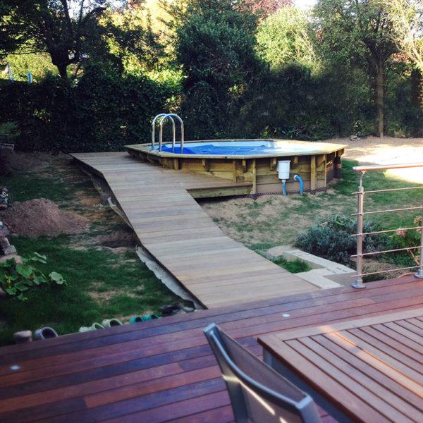 Passerelle d'accès à la piscine
